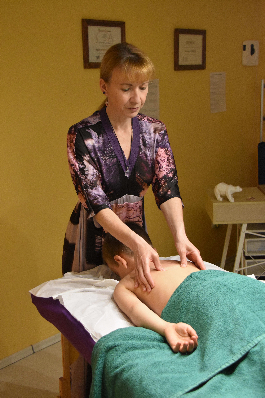 Massage Ivo colonne Vero à sa tête(1)