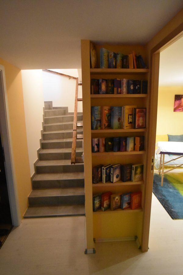 Vue etagere cartes escalier